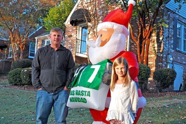 1213 Dunn Family Christmas Light Display
