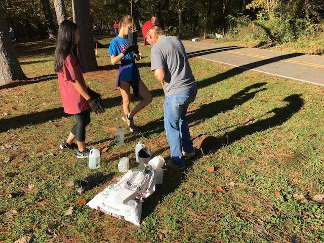 HEC planting 11-4-17 HHS volunteers.JPG