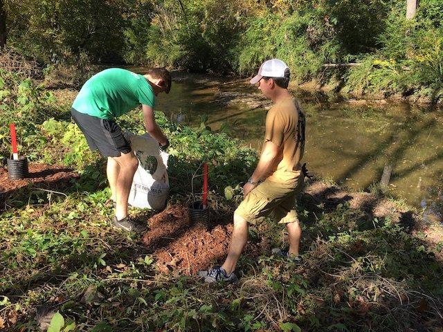 HEC planting 11-4-17 pelham volunteers.JPG