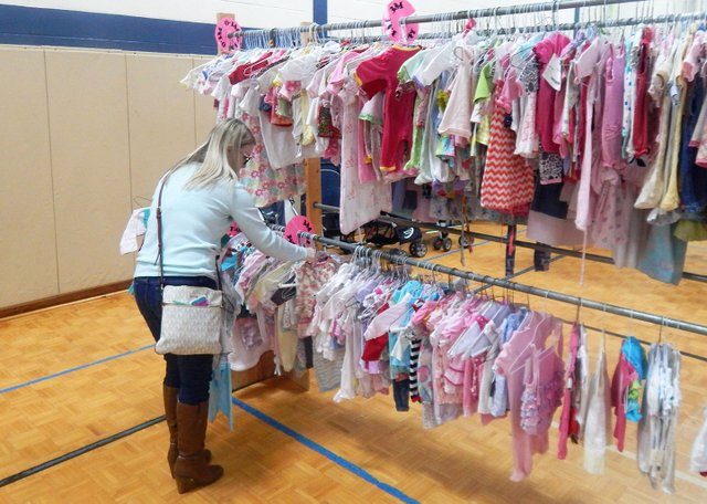 EVENTS---Lil-Lambs-Consignment-Sale13.jpg