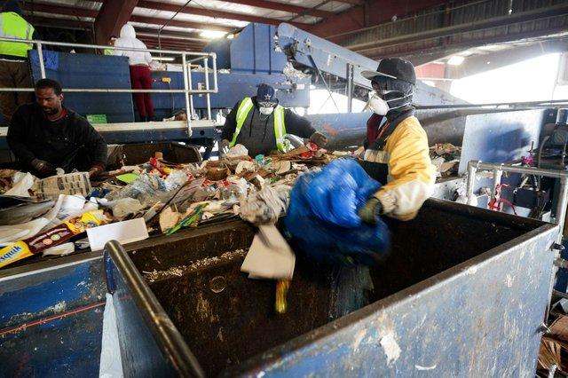 CSUN-COVER-Recycling_SNF_8188.jpg