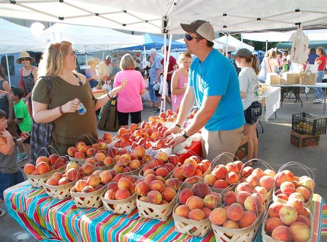 EVENTS---West-Homewood-Farmers-Market-2017_6.jpg