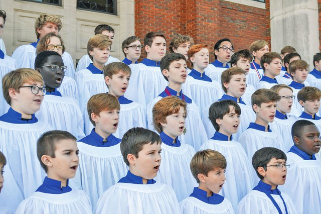 EVENTS---Birmingham-Boys-Choir--2018-outside-robes.jpg