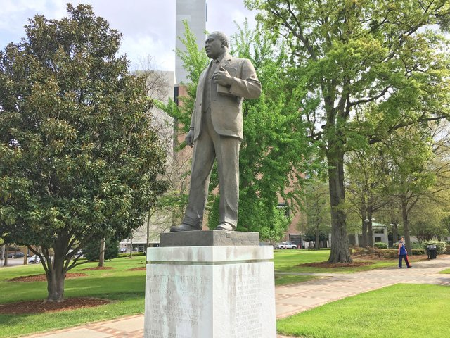 STAR-SH-Brief_MLK-statue.jpg