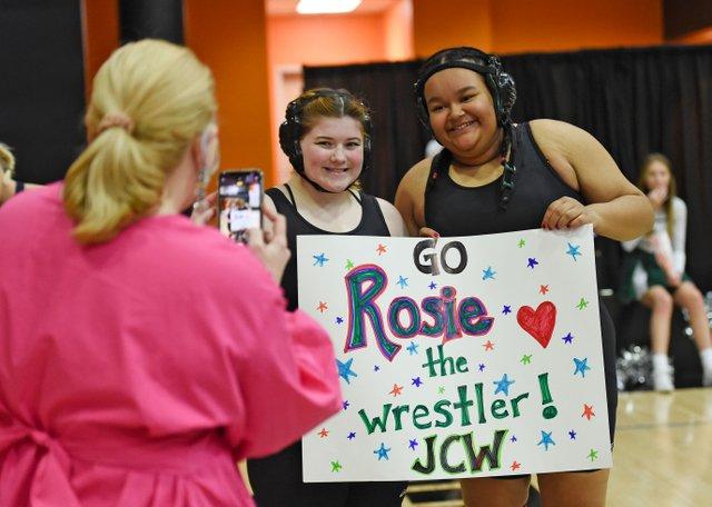 SUN-State-Girls-Wrestling_EN01.jpg