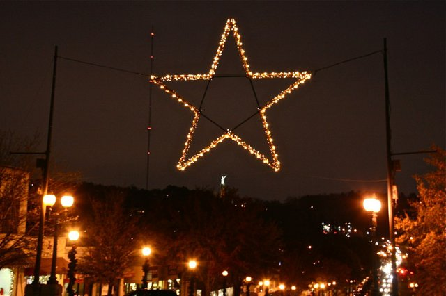 1112 Homewood Star Christmas Downtown