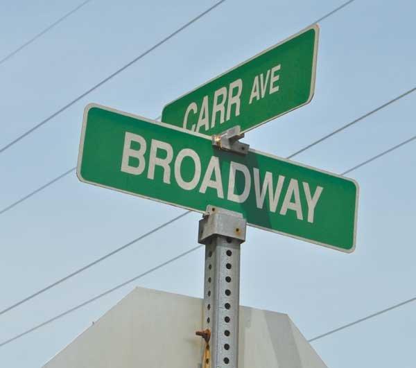 0513 Broadway/Carr