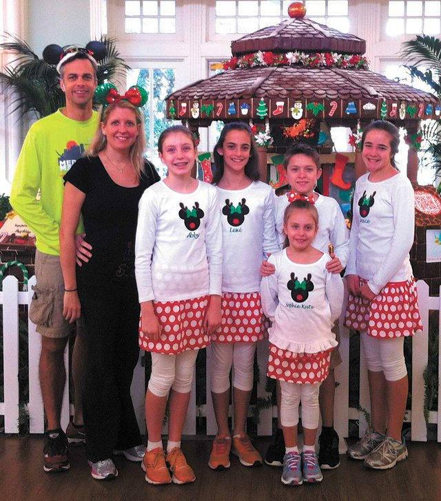 0513: Kile and Sarah Turner with their children Lexi, Grace, Kit, Abby and Sophie Kate