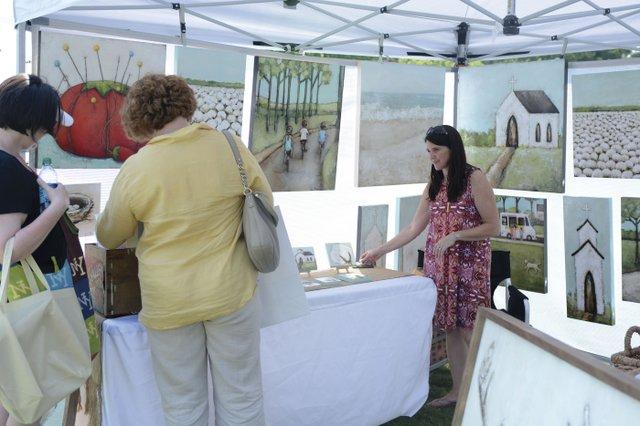 STAR-EVENTS-Handmade-Art-Fest--Picking-in-the-Park1.jpg