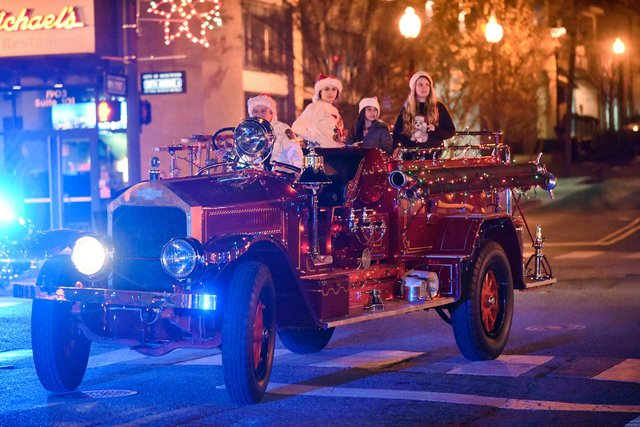 Homewood-Christmas-Parade-2015_2.jpg